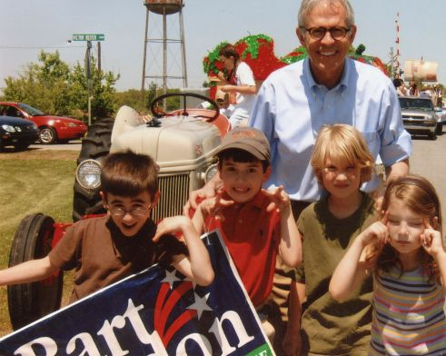 Bart Gordon hanging out with some silly constituents.